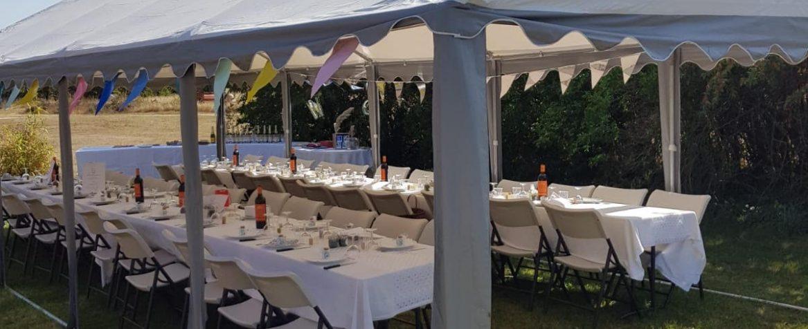 Chapiteau montés avec tables Les Bonnys